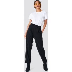 Spodnie damskie: NA-KD Trend Szerokie spodnie z wysokim stanem - Black
