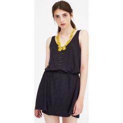 Prążkowana sukienka z guzikami. Czarne sukienki dzianinowe marki Pull&Bear. Za 48,90 zł.