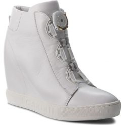 Sneakersy CARINII - B4174 G34-000-PSK-B88. Białe sneakersy damskie marki Carinii, ze skóry. W wyprzedaży za 249,00 zł.