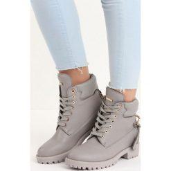 Jasnoszare Traperki Love Lock. Szare buty zimowe damskie Born2be, ze skóry, za kostkę, na niskim obcasie. Za 64,99 zł.