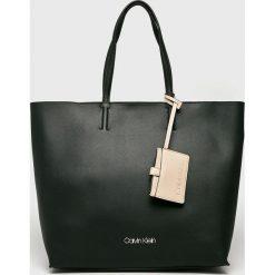 Calvin Klein - Torebka. Szare torebki klasyczne damskie marki Calvin Klein, z materiału, duże. Za 649,90 zł.