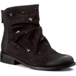Botki CARINII - B4046 360-000-PSK-985. Czarne buty zimowe damskie Carinii, z nubiku, na obcasie. W wyprzedaży za 279,00 zł.