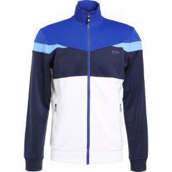BOSS ATHLEISURE SKARLEY Bluza rozpinana white. Niebieskie bluzy męskie rozpinane marki BOSS Athleisure, m. W wyprzedaży za 377,55 zł.