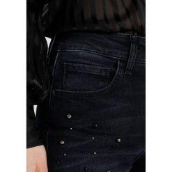 Mavi TESS Jeansy Slim Fit dark blue. Niebieskie rurki damskie Mavi. Za 339,00 zł.