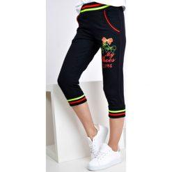 Spodnie dresowe damskie: Dresowe bermudy z kokardkami i napisem my shoes