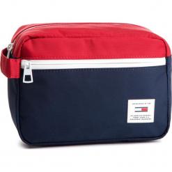 Kosmetyczka TOMMY JEANS - Tju Original Washbag AU0AU00464 901. Czerwone kosmetyczki męskie Tommy Jeans, z jeansu. Za 179,00 zł.