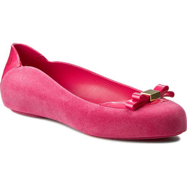 Baleriny MELISSA - Pump It Flocked Ad 31912 Pink 01148. Czerwone baleriny damskie lakierowane Melissa, z tworzywa sztucznego. W wyprzedaży za 249,00 zł.