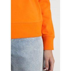 Calvin Klein Jeans INSTITUTIONAL LOGO SWEATSHIRT Bluza orange tiger. Brązowe bluzy damskie Calvin Klein Jeans, l, z bawełny. Za 399,00 zł.