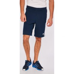 Adidas Originals - Szorty Conavy. Czerwone spodenki sportowe męskie marki Cropp. W wyprzedaży za 169,90 zł.