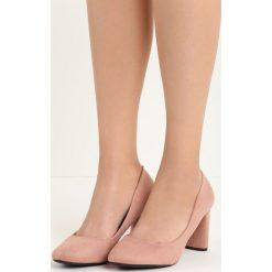 Różowe Czółenka Spikehead. Czerwone buty ślubne damskie marki Born2be, na słupku. Za 69,99 zł.