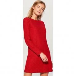 Koronkowa sukienka - Czerwony. Czerwone sukienki koronkowe marki Mohito, l, w koronkowe wzory. Za 129,99 zł.