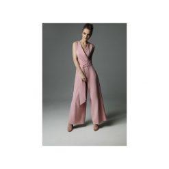 Kombinezon Blade Babe - dirty pink. Czerwone kombinezony eleganckie Madnezz, l, z aplikacjami, z bawełny, z kopertowym dekoltem. Za 359,00 zł.