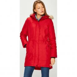 Vero Moda - Kurtka. Czerwone kurtki damskie marki Vero Moda, l, z materiału, z kapturem. W wyprzedaży za 179,90 zł.