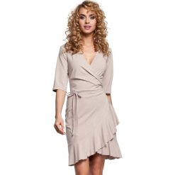 Sukienki: Beżowa Sukienka Kopertowa z Falbanką