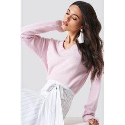 Swetry klasyczne damskie: Schanna x NA-KD Sweter – Pink