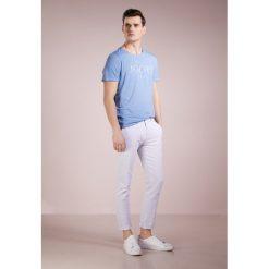 JOOP! Jeans CRAIG Tshirt z nadrukiem pastel blue. Niebieskie koszulki polo marki Tiffosi. Za 229,00 zł.