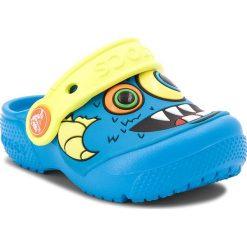 Klapki CROCS - Fun Lab Clog K 205001 Ocean/Tennis Ball Green. Niebieskie sandały chłopięce Crocs, z tworzywa sztucznego. Za 129,00 zł.