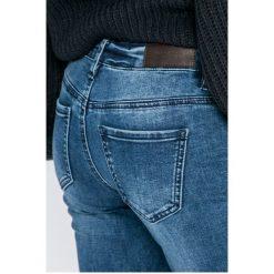 Vero Moda - Jeansy Five. Niebieskie jeansy damskie Vero Moda, z bawełny, z obniżonym stanem. W wyprzedaży za 99,90 zł.