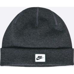 Nike Sportswear - Czapka. Różowe czapki zimowe męskie marki Nike Sportswear, l, z nylonu, z okrągłym kołnierzem. W wyprzedaży za 69,90 zł.