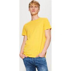 T-shirty męskie: Gładki t-shirt basic – Żółty