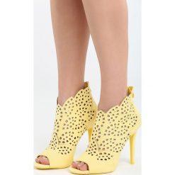 Żółte Sandały La Bella. Żółte sandały damskie marki Born2be, z materiału, na wysokim obcasie, na obcasie. Za 99,99 zł.