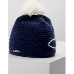 Eisbär JAY Czapka marine/white. Niebieskie czapki męskie Eisbär, z materiału. W wyprzedaży za 135,15 zł.