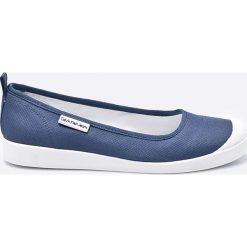Calvin Klein Jeans - Tenisówki. Szare tenisówki damskie Calvin Klein Jeans, z gumy. W wyprzedaży za 229,90 zł.