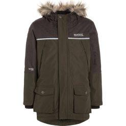 Regatta PAXTON Płaszcz zimowy dark khaki/dust. Brązowe kurtki chłopięce zimowe marki Regatta, z materiału, sportowe. W wyprzedaży za 219,45 zł.