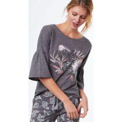 Etam - Bluzka piżamowa Rise. Szare koszule nocne i halki Etam, z nadrukiem, z bawełny. W wyprzedaży za 49,90 zł.