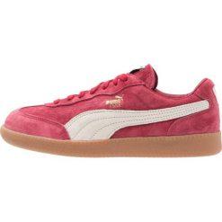 Puma LIGA ZLD Tenisówki i Trampki rio red/birch gold. Czerwone trampki męskie Puma, z materiału. W wyprzedaży za 215,40 zł.
