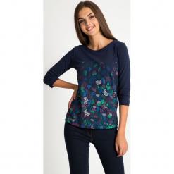 Granatowa bluzka w liście QUIOSQUE. Czarne bluzki longsleeves marki bonprix, w kwiaty, z dekoltem w serek. W wyprzedaży za 59,99 zł.