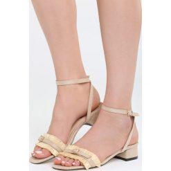 Beżowe Sandały Prejudiced. Białe sandały damskie na słupku marki Reserved, na wysokim obcasie. Za 69,99 zł.