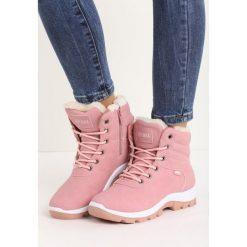 Różowe Traperki Carry Away. Czerwone buty zimowe damskie marki Born2be, ze skóry, za kostkę, na płaskiej podeszwie. Za 119,99 zł.