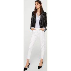 Mango - Jeansy Kate2. Białe jeansy damskie Mango, z bawełny, z obniżonym stanem. Za 119,90 zł.