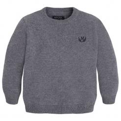Sweter w kolorze szarym. Szare swetry chłopięce marki Mayoral, z okrągłym kołnierzem. W wyprzedaży za 72,95 zł.