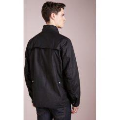 Barbour International™ RAKE Kurtka wiosenna black. Czarne kurtki męskie Barbour International™, l, z bawełny. W wyprzedaży za 635,60 zł.