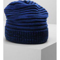 Eisbär CARLISLE Czapka nacht/blitzblau/marine. Niebieskie czapki męskie Eisbär, z materiału. W wyprzedaży za 135,20 zł.