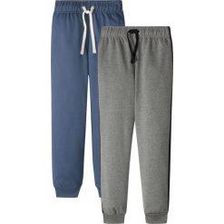Spodnie dresowe (2 pary) bonprix indygo-szary melanż. Niebieskie dresy chłopięce bonprix, melanż, z dresówki. Za 49,98 zł.
