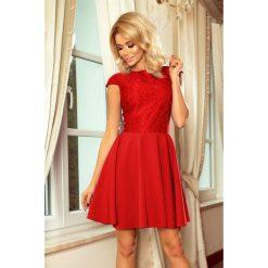 Sukienka MARIA z koronką - CZERWONA. Czerwone sukienki hiszpanki numoco, s, w koronkowe wzory, z koronki, z krótkim rękawem, mini, rozkloszowane. Za 189,99 zł.