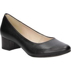 Czółenka na słupku Casu 1718. Brązowe buty ślubne damskie marki bonprix, na obcasie. Za 89,99 zł.