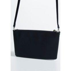 Parfois - Torebka. Czarne torebki klasyczne damskie Parfois, w paski, z materiału, średnie. W wyprzedaży za 34,90 zł.