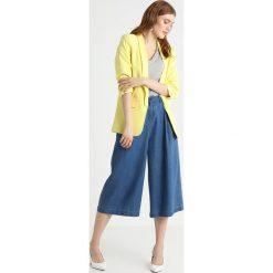Aaiko PINS  Krótki płaszcz fresh yellow. Żółte płaszcze damskie marki Aaiko, xs, z elastanu. W wyprzedaży za 384,30 zł.