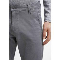 Chinosy męskie: DOCKERS ALPHA Spodnie materiałowe burma grey core