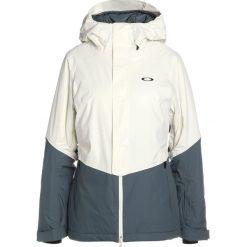 Oakley SHOWCASE  Kurtka snowboardowa arctic white. Białe kurtki damskie narciarskie Oakley, s, z materiału. W wyprzedaży za 951,20 zł.
