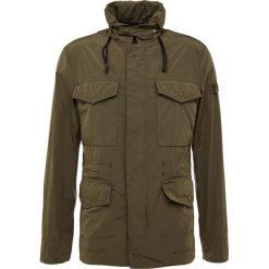 Peuterey POGORO Kurtka wiosenna olive. Szare kurtki męskie marki FOX, z bawełny. W wyprzedaży za 755,60 zł.