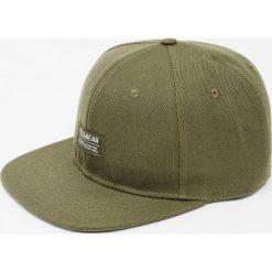 Czapka khaki z logo. Szare czapki z daszkiem męskie marki Pull & Bear, okrągłe. Za 39,90 zł.
