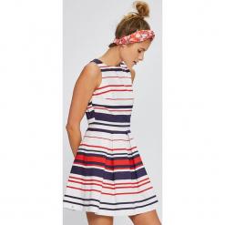 Answear - Sukienka Stripes Vibes. Szare sukienki mini marki ANSWEAR, na co dzień, l, z bawełny, casualowe, z okrągłym kołnierzem, z krótkim rękawem, rozkloszowane. W wyprzedaży za 99,90 zł.