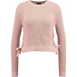 Swetry klasyczne damskie: Bardot EYELET CROP JUMPER Sweter misty rose