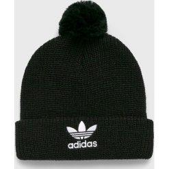 Adidas Originals - Czapka. Czarne czapki zimowe męskie adidas Originals, na zimę, z dzianiny. W wyprzedaży za 79,90 zł.