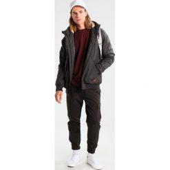 Volcom MASTER COASTER Kurtka zimowa heather black. Czarne kurtki męskie bomber Volcom, na zimę, l, z bawełny. W wyprzedaży za 441,35 zł.